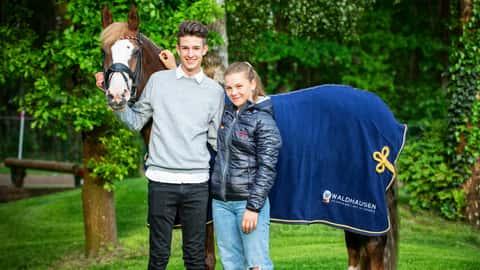 Top Queen H mit Moritz Treffinger und Paulina von Wulffen.